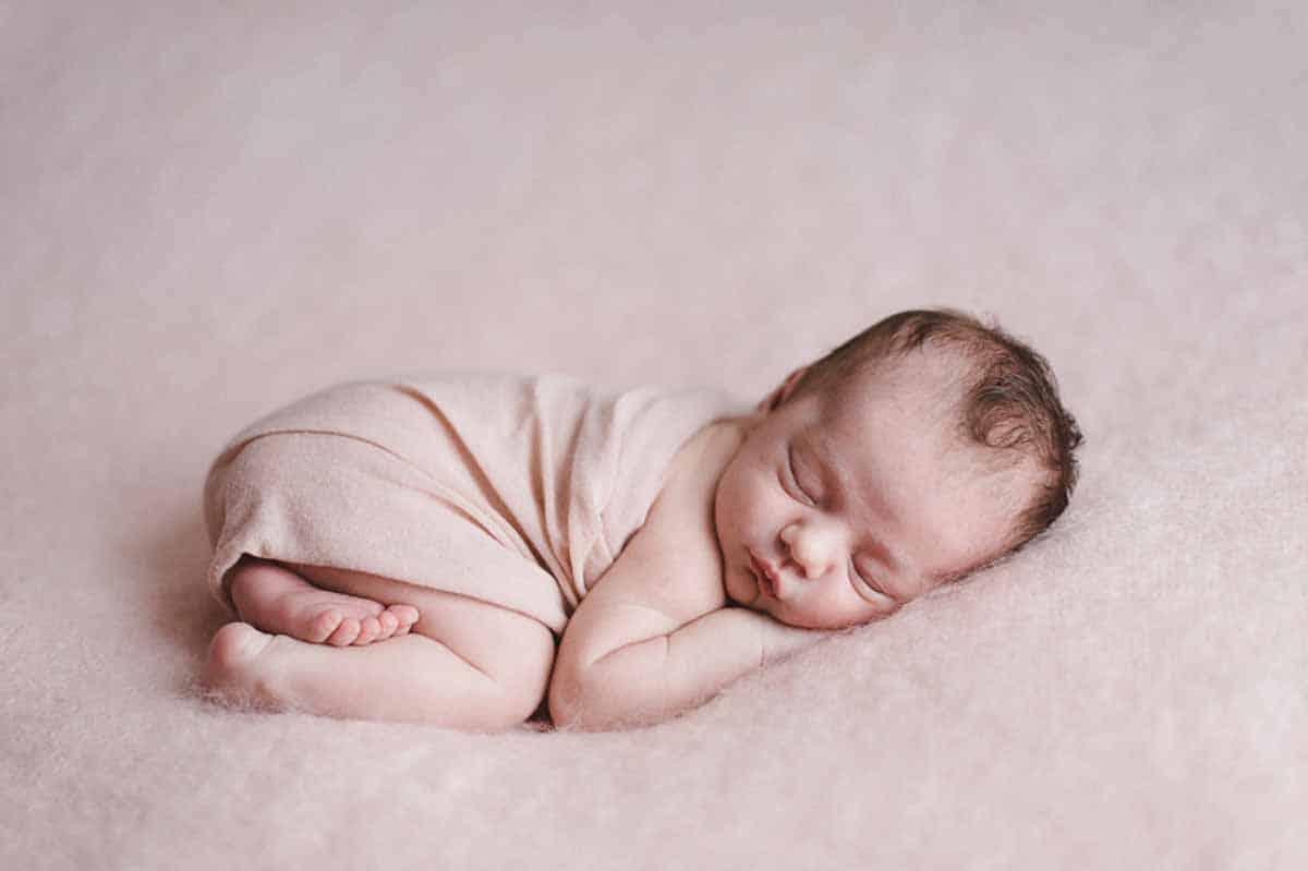 Newborn fotografering Esbjerg hos mig eller hos jer